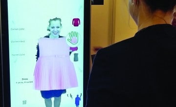 Magic Schaufenster's Magic Mirror allows you to virtually try on clothes