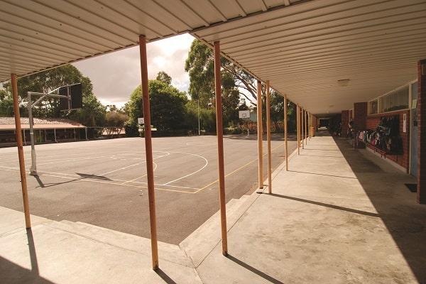 open air courtyard with basketball court of a public primary school in western australia